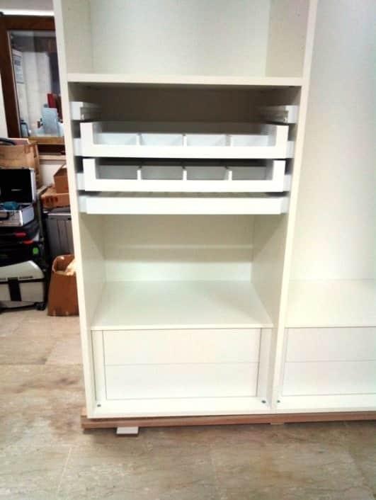 armadio in legno laccato bianco